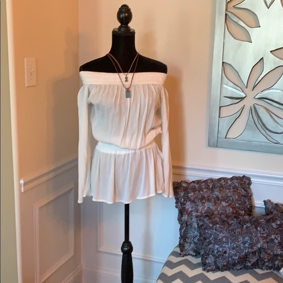 Rue21 Tops - 🔴Off the Shoulder White BOHO BLOUSE